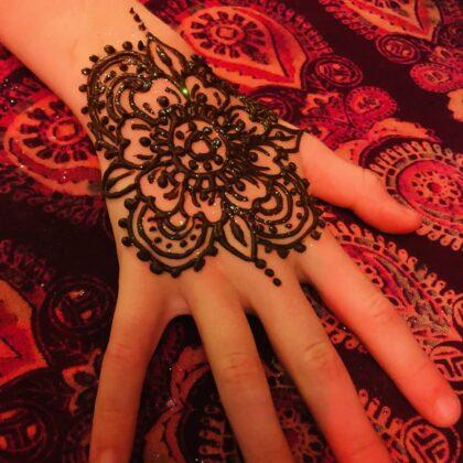 LaineToo Henna Black Floral