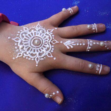 LaineToo Henna White Mandala